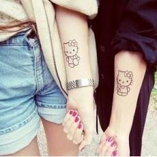 Tatuajes para amigas: Tattoo Ideas, Friends Tattoo, Couple Tattoo, Hello Kitty Tattoo, Tattoo Patterns, Matching Tattoo, Cat Tattoo, Hellokitti, Friendship Tattoo