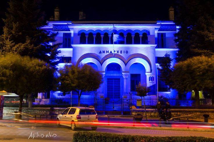 Στα χρώματα του ΟΗΕ φωτισμένο το Δημαρχείο Ιωαννίνων χθες το βράδυ