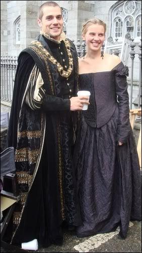 """Henry Cavill on set of """"The Tudors"""" season 1"""