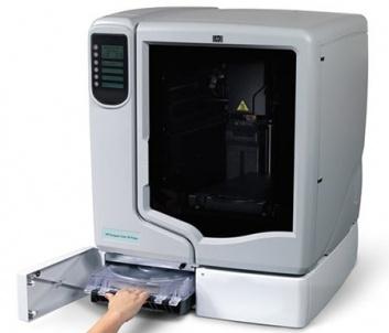 HP a lansat prima imprimanta 3D.Aceste imprimante HP 3D sunt rezultatul aliantei cu Stratasys, liderul de pe piata producatorilor de sisteme de imprimare 3D.