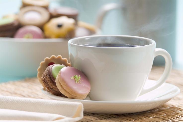 """Para iniciar la semana sugerimos un buen CAFÉ acompañado de unas deliciosas """"GALLETAS"""" de la @reposteriaastor"""
