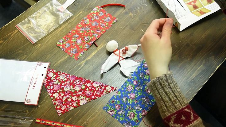 Особая русская северная магия сосредоточена в куклах-мотанках, сделанных руками женщин и девиц на желание, на благополучие, на плодородие