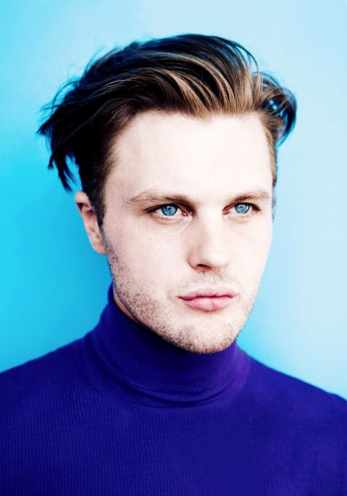 No fashion here, just Michael Pitt's beautiful face. Not sorry.