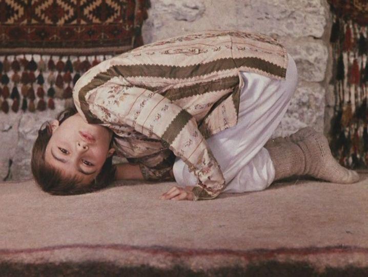 """""""Цвет граната"""" Параджанова, на мой взгляд, одного из самых лучших режиссеров современности, поражает совершенством красоты... __________________________________ Микеланджело Антониони"""