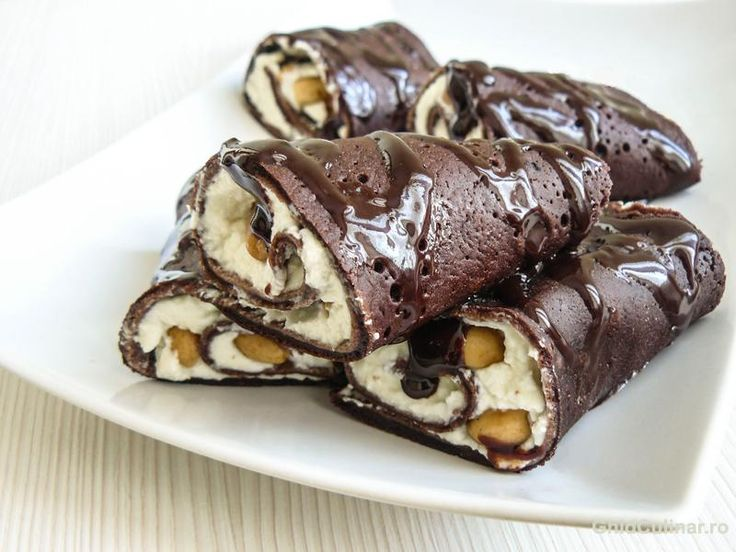 Rulouri de clatite de ciocolata cu vanilie - un deliciu rafinat si elegant