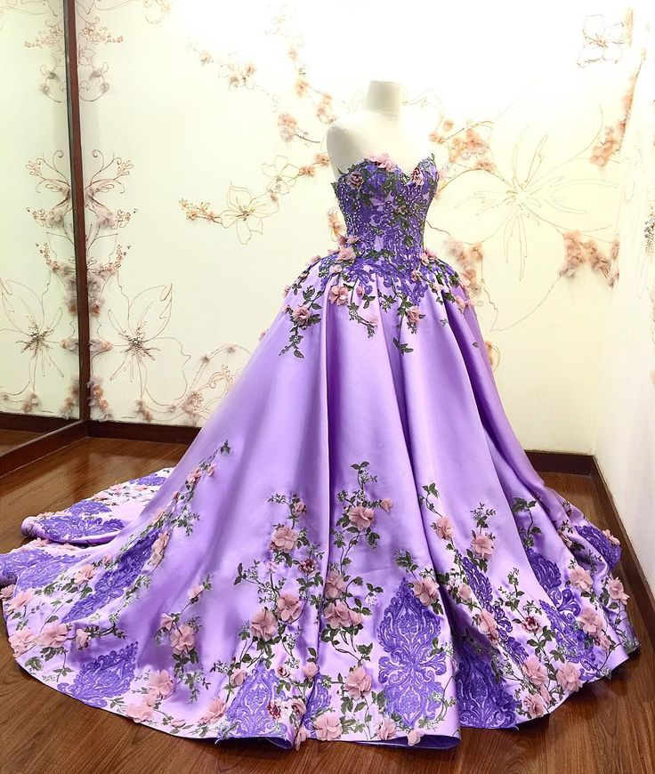 fashion designer based at Jakarta,Indonesia.   melta@meltatan.com  ☎️ +62 8176002186  ⏳ (09.00-16.00)