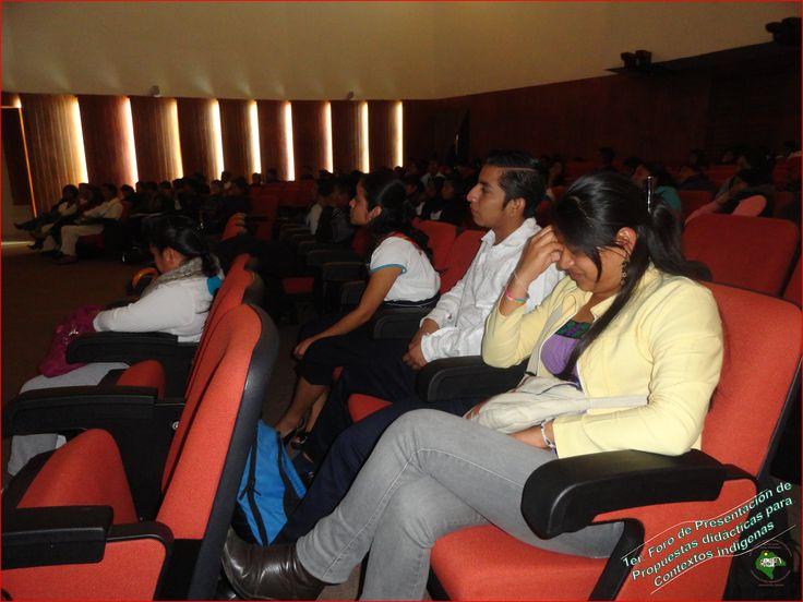 Participantes de la Licenciatura en Educación Primaria Intercultural Bilingüe: Marbella, José Rafael y Ana Guadalupe.