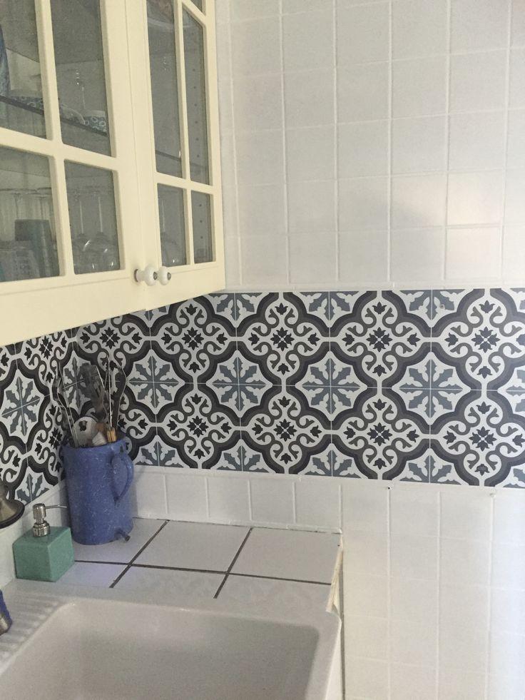 Fait maison : carrelage vieillot repeint en blanc …