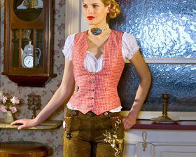 Lederhosen in style for her. by Lola Paltinger