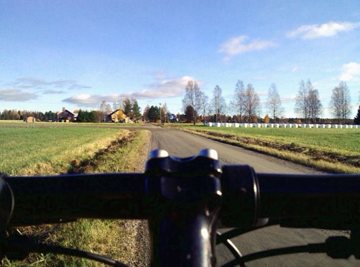 Keep exploring the fields of Kauhajoki, with my bike...