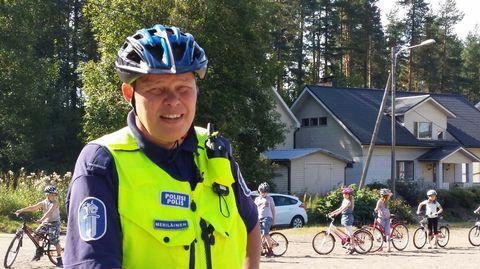 Älylaitteiden yleistynyt käyttö pyöräillessä vie huomiokyvyn pois muusta liikenteestä. Poliisin mukaan erityisesti nuorten mobiililaitteiden käyttö liikenteessä on yleistynyt huomattavasti.