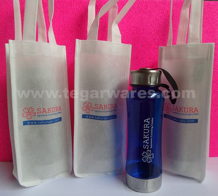 Transformer water bottle 700ml plus goody bag ordered by the Japanese language institution Sakura Japanese Learning Center, Jakarta to be distributed as souvenirs to the students and lecturers.