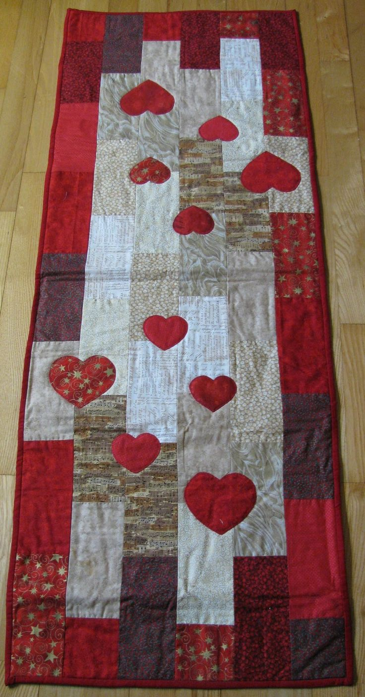 Floating Hearts Table Runner
