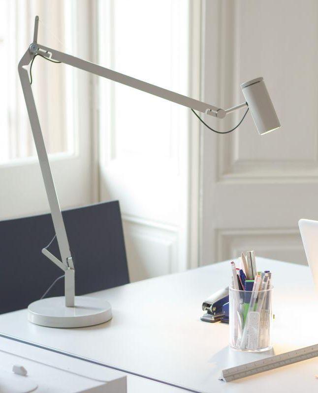 Beautiful Marset Polo Der Strahl der Tischleuchte kann dank der integrierten LED Technologie in jede Richtung pr zise gerichtet werden und bietet somit viele