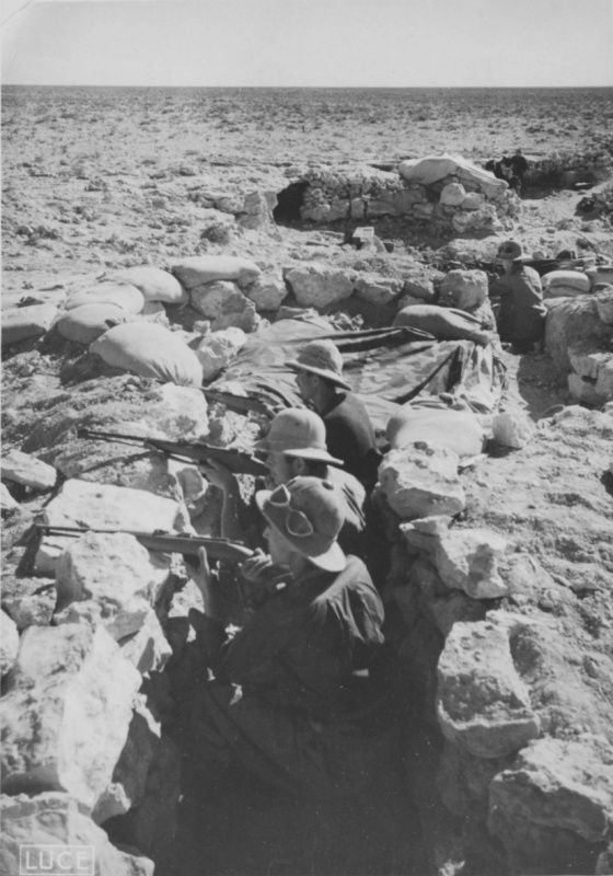 Italian soldiers in the trenches in the area of El-Alamein