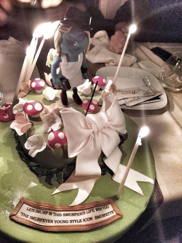 Style icon , rock-chic Smurfette Asli's 28th Birthday / the cake