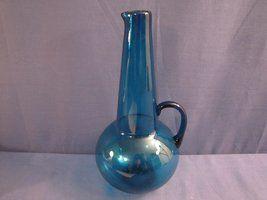 Blue decanter from Riihimäen lasi and Tamara Lundin. More beautiful items at http://retoro.se/index.html