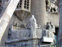 Grupo escultórico de la Última Cena en el nivel inferior de la fachada de la Pasión del Templo Expiatorio de la Sagrada Familia (Barcelona), de Josep Maria Subirachs, 1986.
