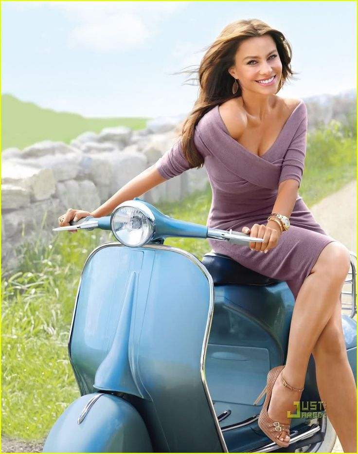 Modern Vespa : Celebrity Scooters (Sofia Vergara from Modern Family).