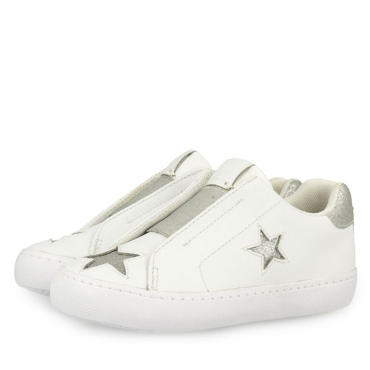 White sneakers slip on style detaile with punched stars and elastic band in silver, with silver glitter detail in the heel. Upper and insole in leather, lining in textile material.