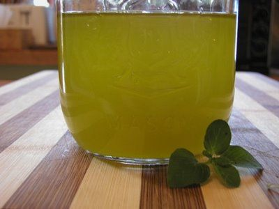 Sandra Ianculescu - L'olio di origano è conosciuto da secoli per il suo meraviglioso potere terapeutico. L'olio estratto dalle piante di origano selvatico