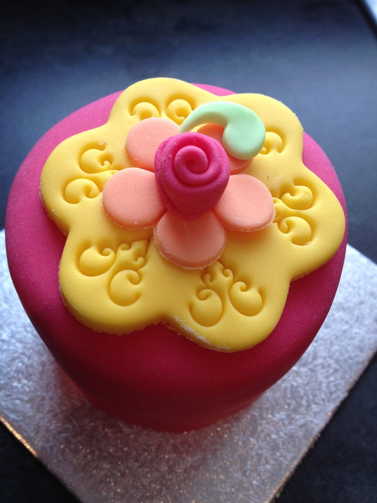 112 best images about cupcakes fondant flowers and