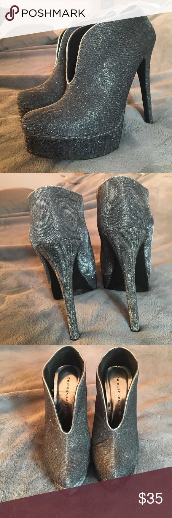 Chinese Laundry sparkly booties! These grey sparkly Chinese Laundry booties are to die for. They are perfect for a night out and look great paired with a dress or bodysuit. Only worn a couple times and in great condition. Size 7.5. Offers are welcome :) Chinese Laundry Shoes Heeled Boots