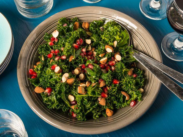 Grönkålssallad med granatäpple | Recept från Köket.se