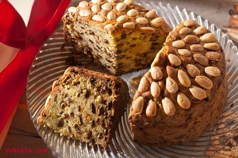 Dundee cake es un pastel escocés de fruta que se suele preparar para las fiestas navideñas. Al llevar mucha fruta, previamente macerada en el ron, este pastel se conserva muy bien y durante un tiempo bastante largo. Con el paso de tiempo, el pastel sólo gana en sabor. Después del horneado recomiendo dejarlo en reposo …