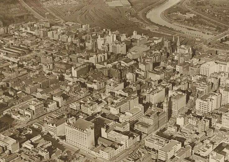 Melbourne in 1927.A♥W