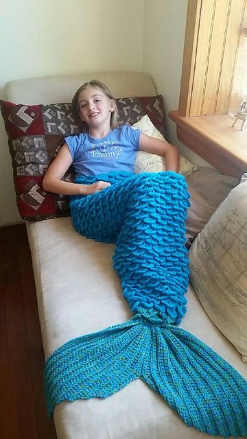 [free pattern] Mermaid Lap Blanket. I love the use of the crocodile stitch to make the scale look.