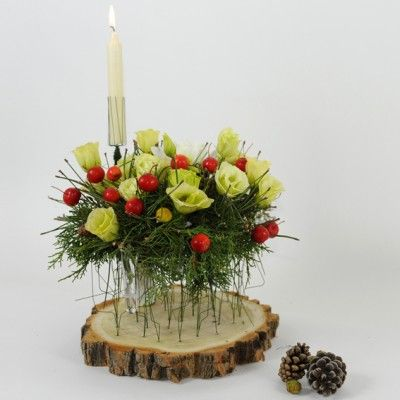 YaU Concept _ yau flori_wild christmas aranjament pentru masa de craciun _ Christmas table decoration #christmas #christmasdecor #holiday #candle #christmascandle #yauconcept #yau #christmasdecoration #wood #flowers #christmasflowers