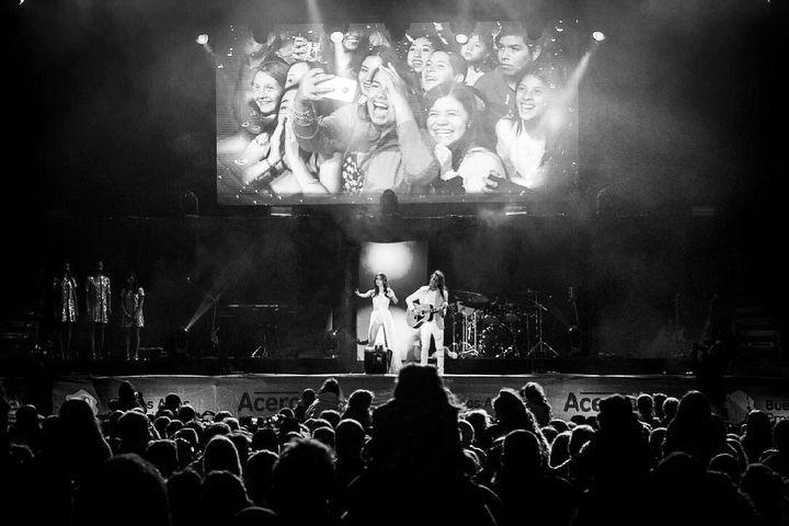 Estoy tan feliz con todo lo que pasó ayer en Mar del Plata. Gracias de todo corazón a todos por haber estado. Me hicieron pasar una noche inolvidable. Los quiero con todo mi corazón! Espero que hayan disfrutado tanto como lo hicimos nosotros! ❤️🇦🇷 Gracias @ginoginobogani por haber diseñado todos los trajes con tanto amor y esfuerzo. Te quiero! Gracias a todo el equipo que esta detrás del escenario por hacer posible el show! A mis músicos y bailarines por ser los mejores y trabajar con…