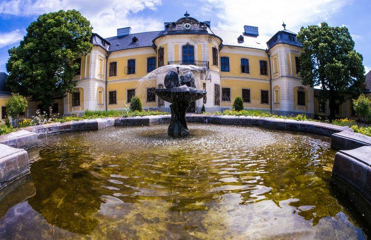 Hrubos Zsolt Lamberg Kastély udvara június végén  Több kép Zsolttól: www.facebook.com/zsolt.hrubos és www.hrubosfoto.hu