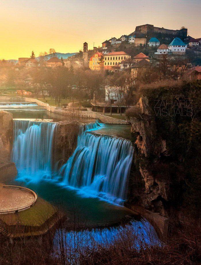 Босния и Герцеговина в фотографиях Zahariz Khuzaimah     Захариз Кузаймах (Zahariz Khuzaimah) уже несколько лет путешествует по разным странам мира. В этой подборке собраны работы фотографа, сделанные в Боснии и Герцеговине — стране, в которой так много достопримечательностей и так мало туристов.
