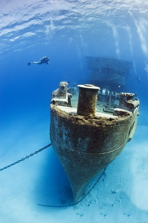 wreck. www.flowcheck.es Taller de equipos de buceo #buceo #scuba #dive