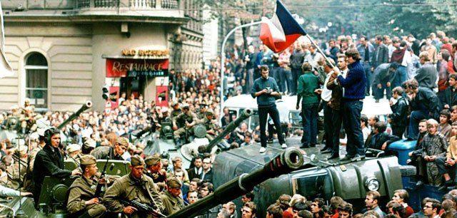 """Der Bundesnachrichtendienst (BND) soll in den Sechzigerjahren die Berichterstattung in Zeitungen manipuliert haben. Das gehe aus BND-Unterlagen zum """"Prager Frühling"""" 1968 hervor, die Pu…"""