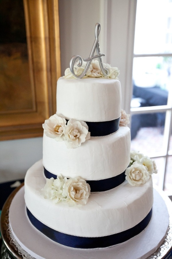 Navy and white wedding cake...except with high orange roses
