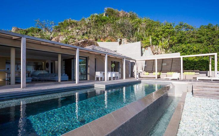 Villa Casawapa een luxe 3 slaapkamer vakantievilla te Colombier , St. Barths. De villa heeft een open-plan concept, modern, stijlvol met volledig uitgerust keuken. Deze vakantievilla heeft een fantastische uitzicht op het grote terras en het lange zwembad, de omliggende vegetatie en de oceaan. Twee slaapkamers bevinden zich aan elke zijde van de woonkamer. De…