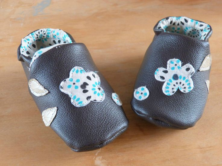 chaussons en cuir taille 6-8 mois