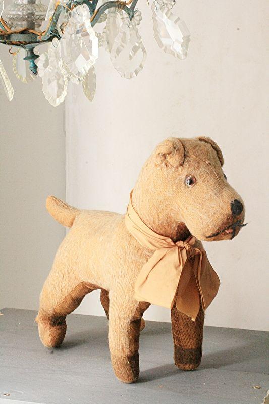Frans antiek hondje