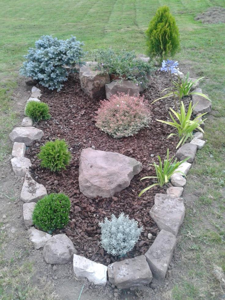 A adimos unas piedras y corteza de pino mi jard n for Jardines arreglados con piedras