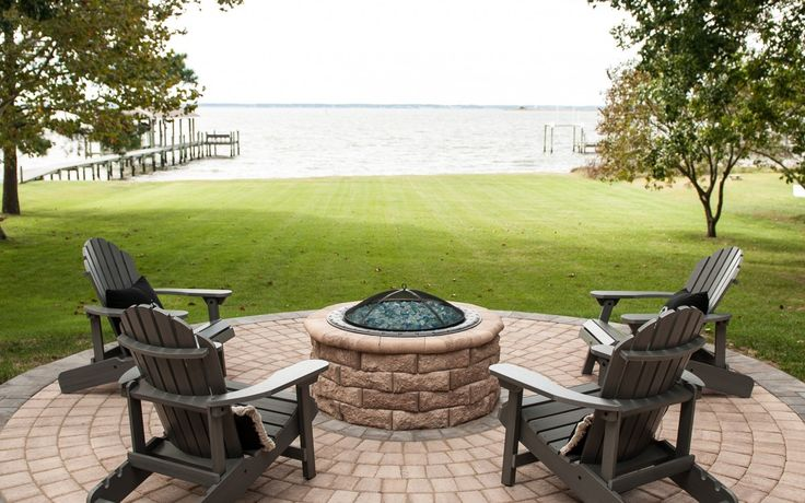 Could this scene be any more perfect? Eagle Bay's Aspen Stone Fire Pit Kit and Circlestone pavers are featured.