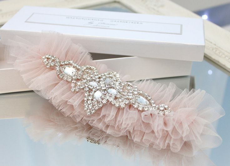 blush pink wedding garter, crystal rhinestone tulle garter, blush pink tulle garter, diamond bling garter, gatsby style garter, blush garter exquisite gift box elegant modern rhinestones diamond diamante подвязка для невест свадьба свадебная розовая тюль светлорозовая