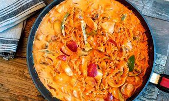 Kyllingfilet med crème fraîche og pasta i panne er spesialtilpasset barna. Lett å like, og enkel å lage!