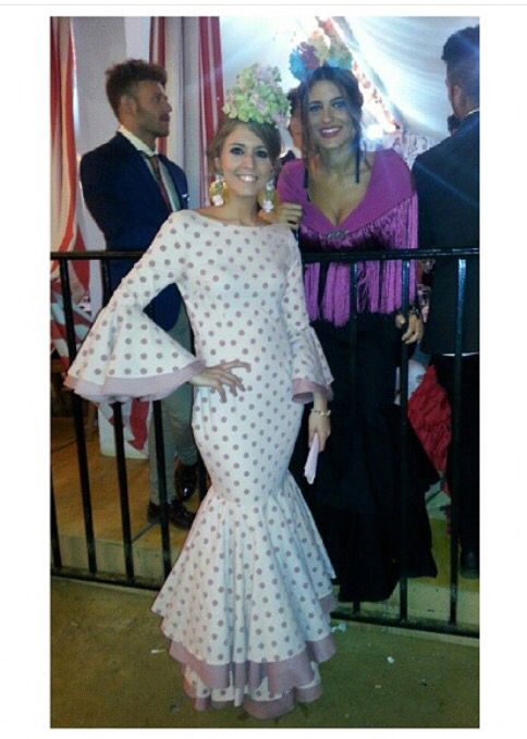 @esperansha Traje de flamenca blanco con lunares rosas