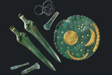 Meisterwerke der Bronzezeit: Die Himmelsscheibe von Nebra und die übrigen Funde aus dem berühmten Hort werden um das Jahr 1600 v. Chr. datiert