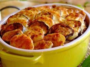 Греческая мусака с картофелем, фаршем и соусом Бешамель Для приготовления блюда Греческая мусака с картофелем, фаршем и соусом Бешамель необходимы следующие ингредиенты: