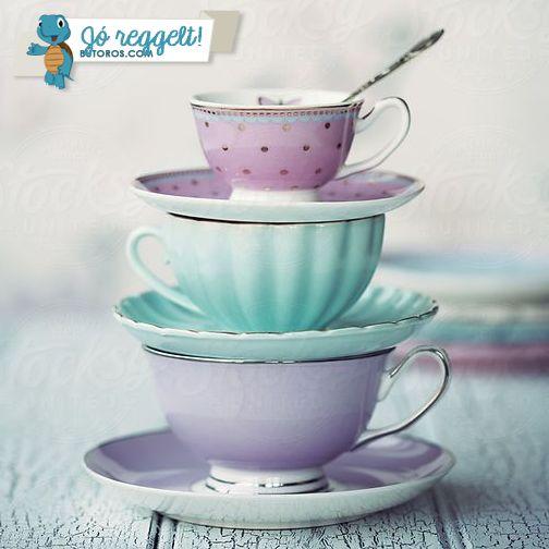 KÁVÉ? TEA? MINDKETTŐ?  Ti hány csészével, bögrével indítjátok a hetet? ;) #jóreggelt #hétfőreggel