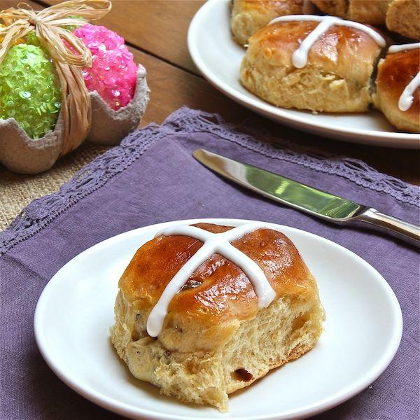 Hot Cross Buns - The Wimpy Vegetarian